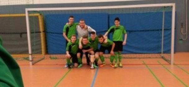 TSV B Jugend siegt beim eigenen Hallenturnier gegen den SSV Reutlingen im 9 Meterschiessen